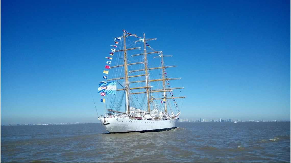 Después de casi seis meses llega a la Argentina la Fragata Libertad.
