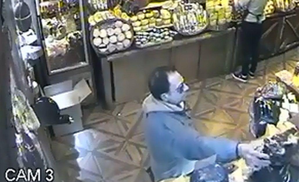 El robo quedó grabado en una cámara de seguridad