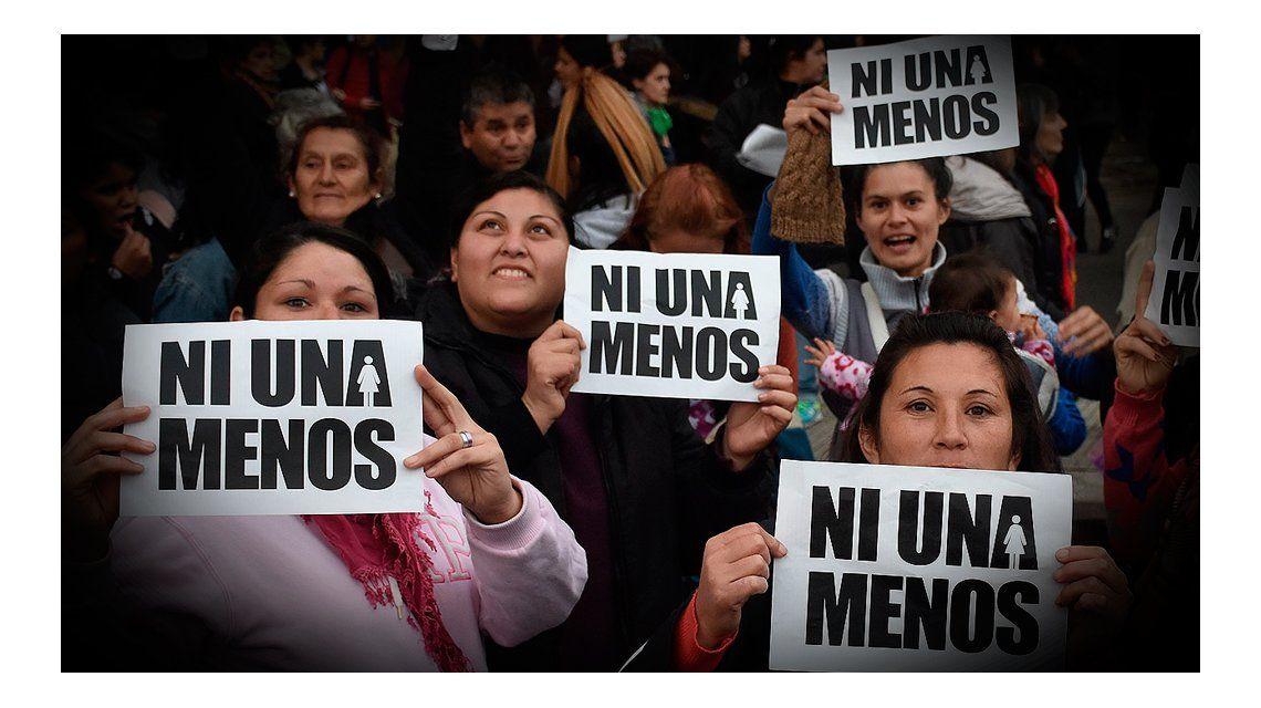 {altText(Marcha #NiUnaMenos.<br>,Convirtieron en ley la quita de la patria potestad para casos de femicidios)}