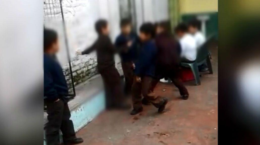 Indignación por la pelea de nenes de primaria durante el recreo de una escuela en Sarandí.