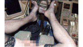 Un piloto de avión se sacaba selfies desnudo en pleno vuelo. Crédito: diario The Sun