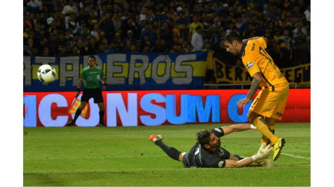 La definición de Germán Herrera para poner el 2 a 0 de Rosario Central ante Boca por Copa Argentina