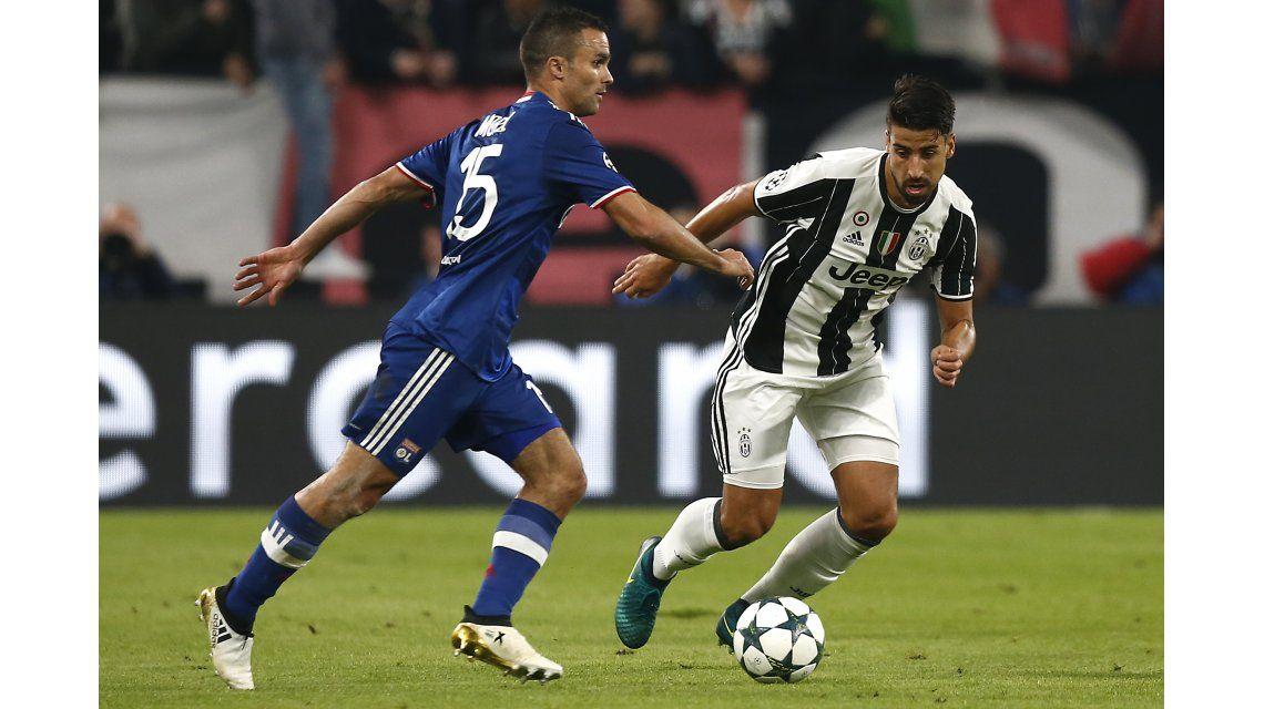 Con un gol de Higuaín, Juventus empató y quedó al borde de los octavos