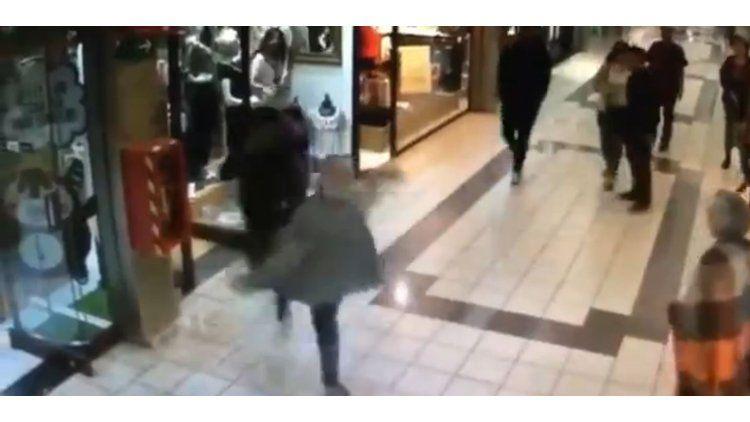 Un abuelo detiene a un delincuente de una patada