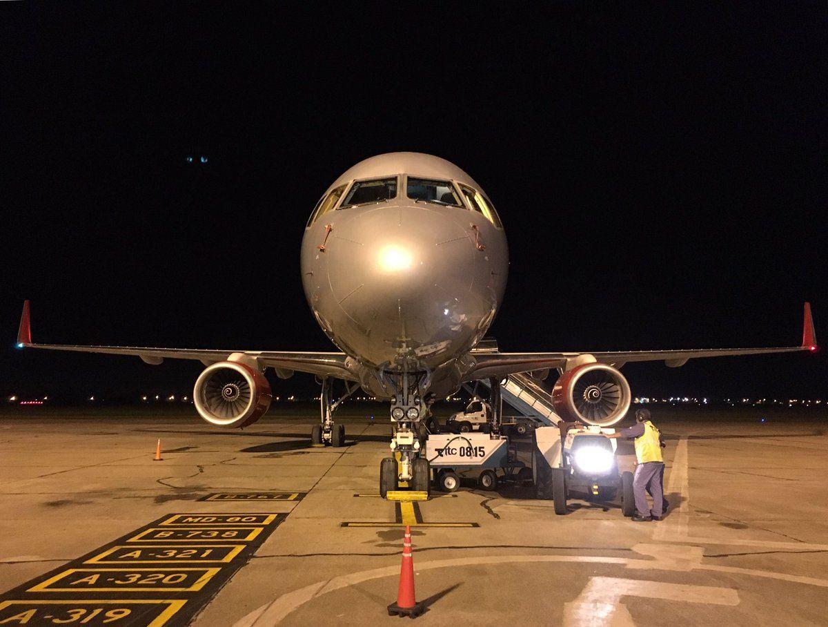 Avión que traslada a los Guns N Roses en sus giras