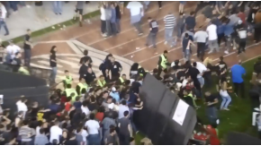 Los incidentes se dieron cuando un grupo de fanáticos intentó colarse en el campo vip