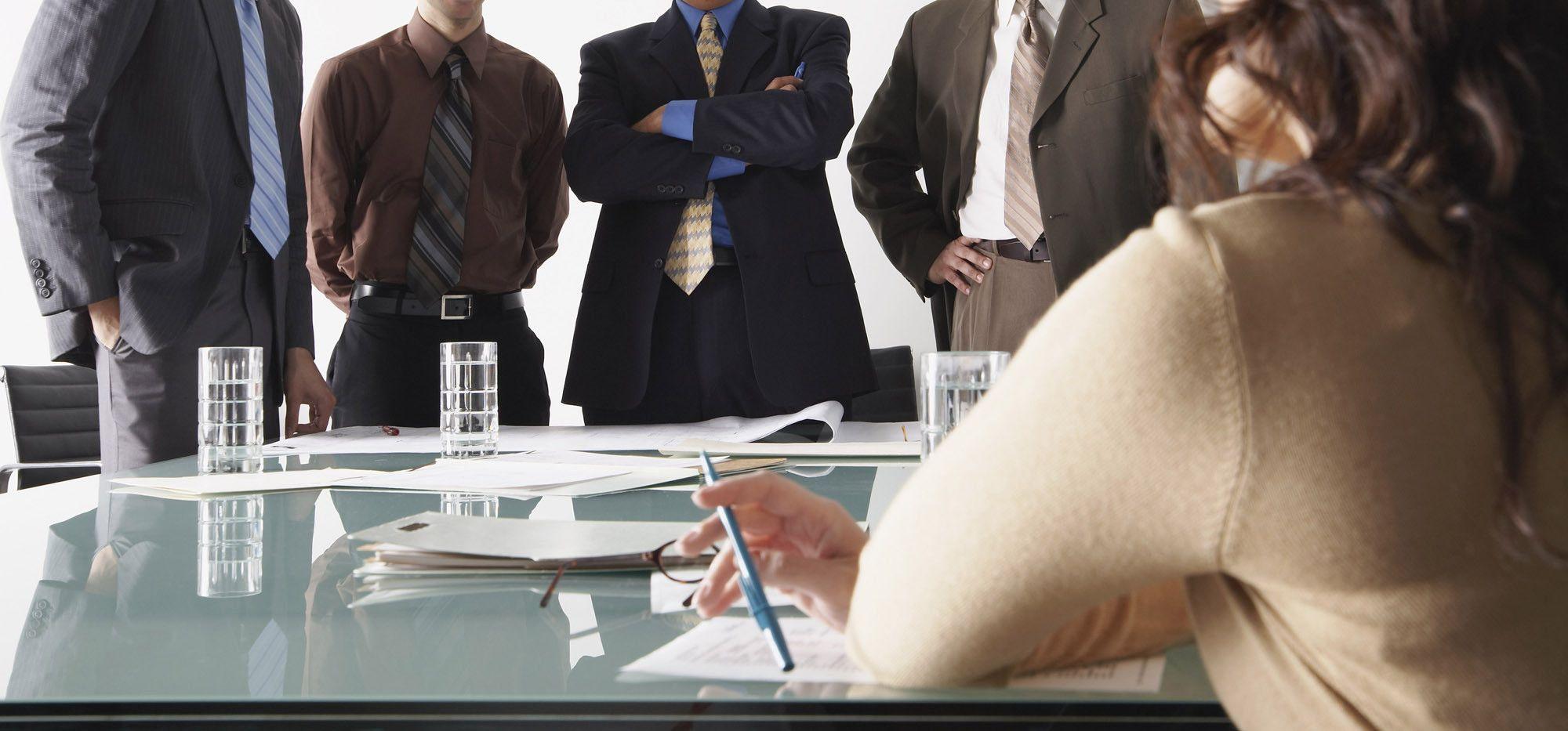 La participación laboral de las mujeres es un 32% menor que la de los hombres
