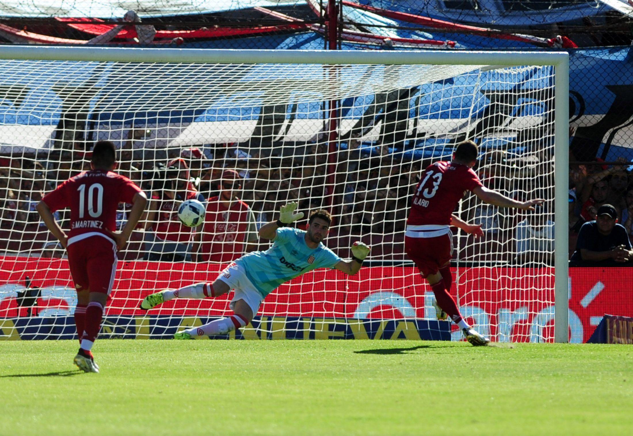 Diego Abal cobró un polémico penal de Desábato sobre Mayada en el empate entre River y Estudiantes