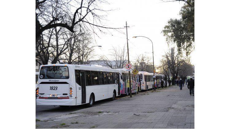 Se levantó el paro de colectivos en La Plata
