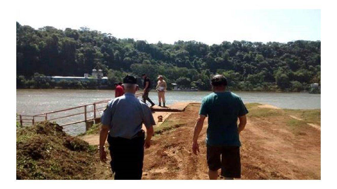 Prefectura halló flotando en el río Paraná el cadáver de un hombre acribillado de cinco balazos.