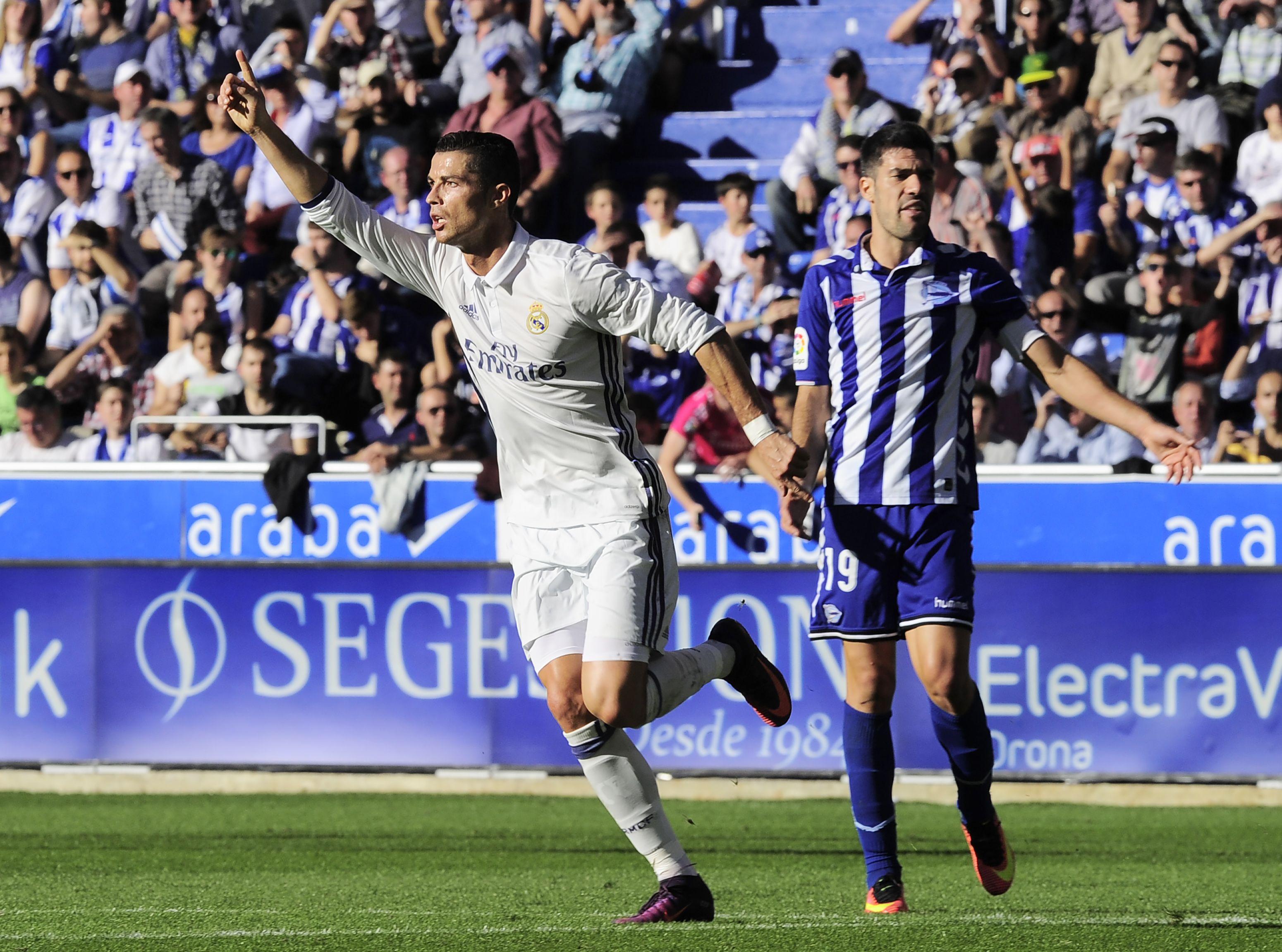Cristiano Ronaldo cortó su sequía goleadora con un triplete ante el Alaves como visitante