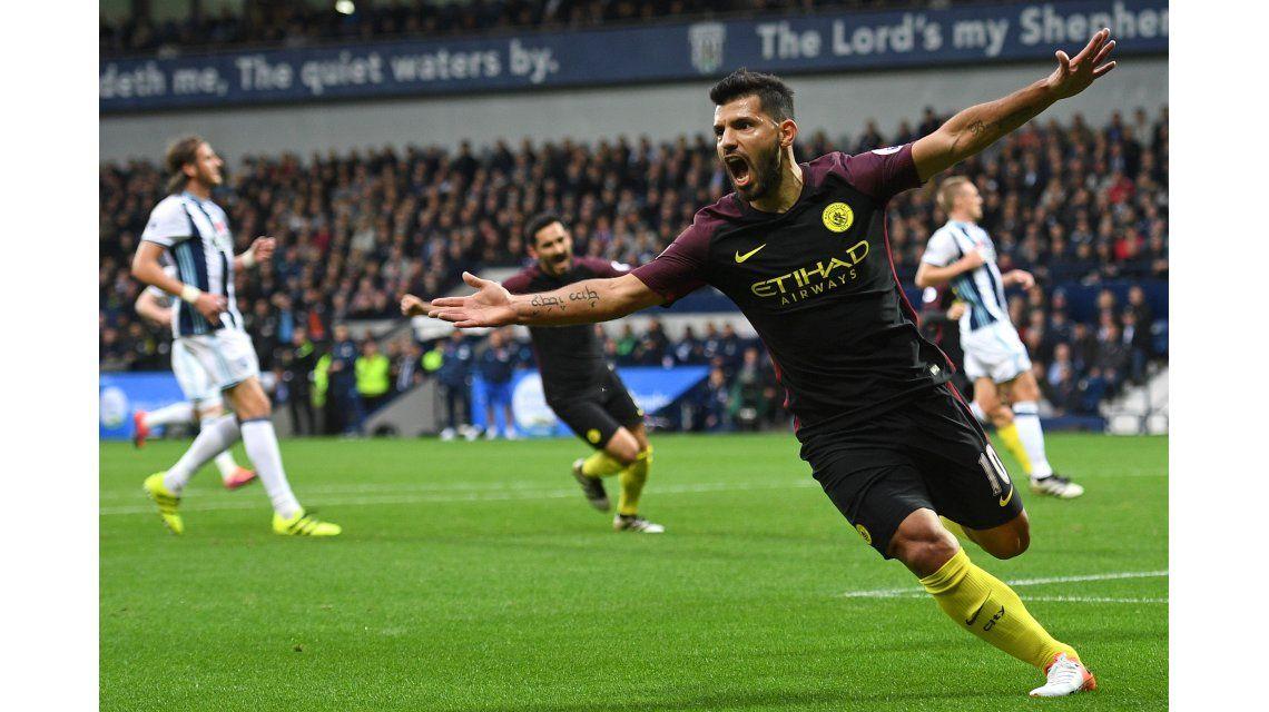 El Kun Agüero celebra su gol