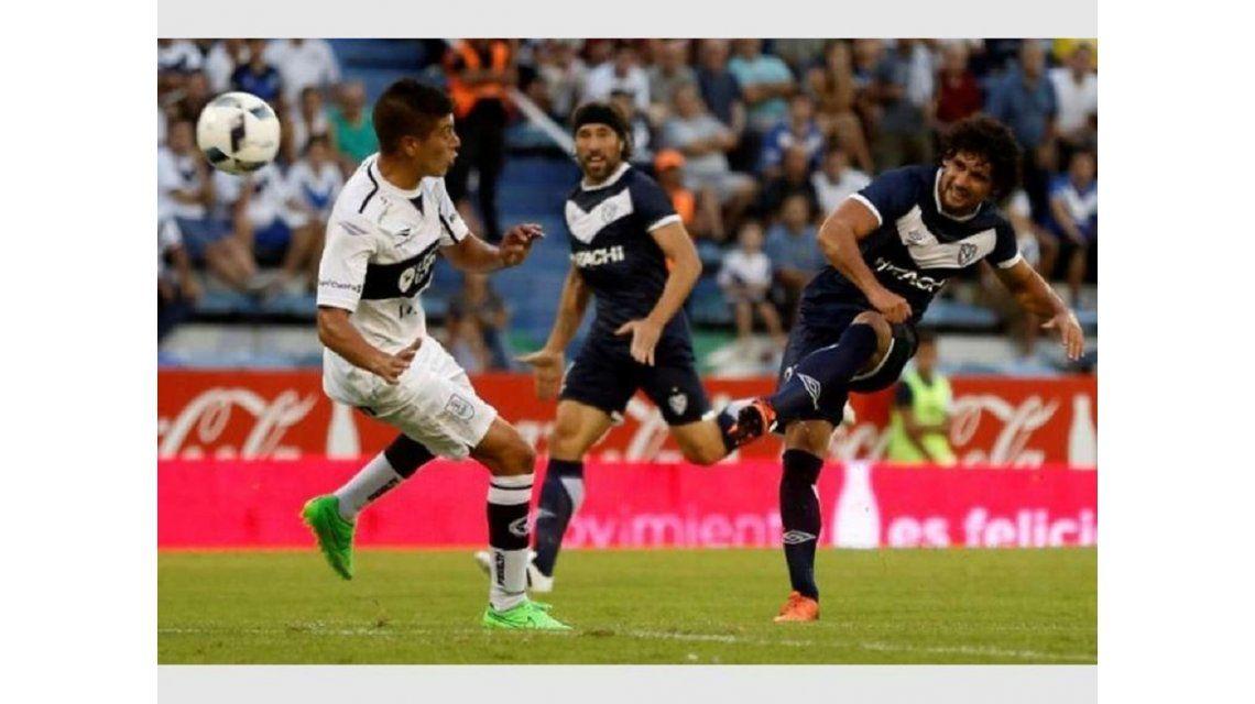 El paraguayo Blas Cáceres denunció que sufrió un ataque de la barra brava de Vélez