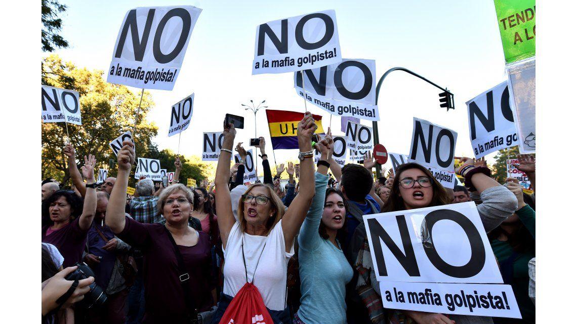 Miles de personas se manifestaron contra la reelección de Rajoy