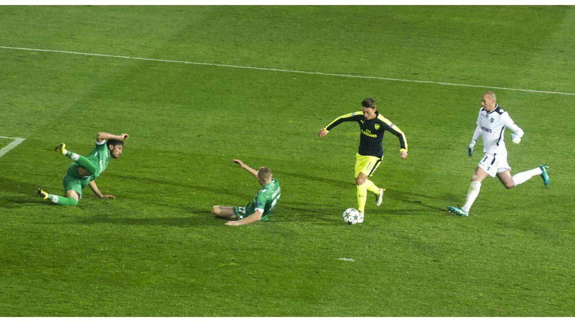 El golazo de Ozil para el Arsenal ante el Ludogorets por la Champions League