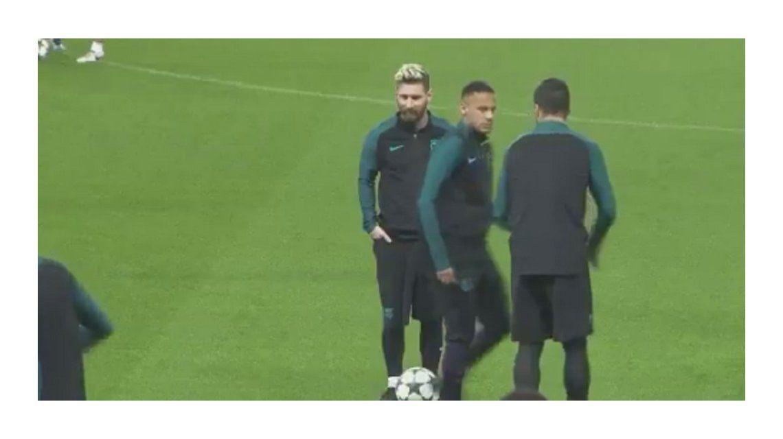 Suárez le tocó la pelota y el brasileño reaccionó