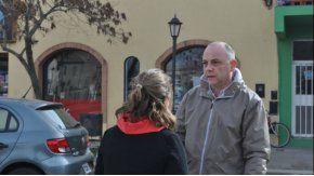 El intendente, médico de profesión, asistió a las víctimas de un pueblo del municipio.