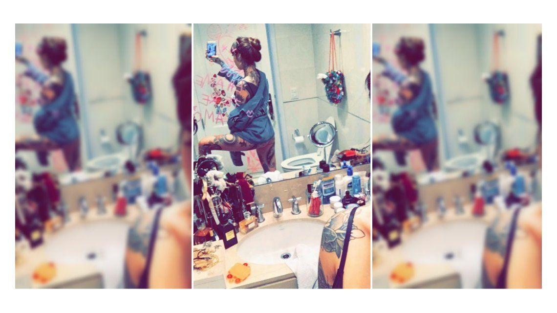 Cande Tinelli mostró su baño con una foto hot: Perdón por el inodoro
