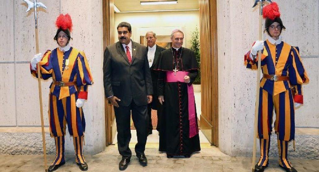 La única imagen que se difundió es de la salida del presidente de Venezuela saliendo de la Santa Sede.
