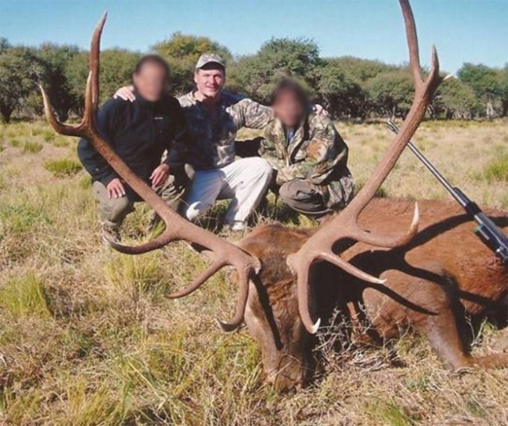 Indignante: Ramón Díaz fue fotografiado con animales muertos