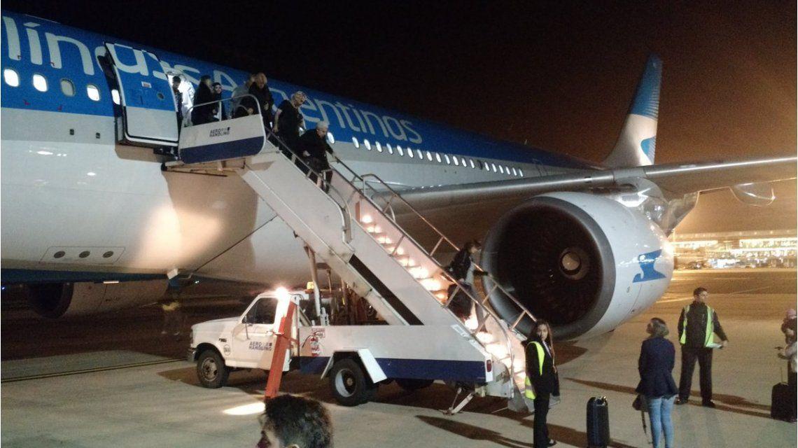 Explotó turbina de avión de Aerolíneas Argentinas (Foto de Twitter)