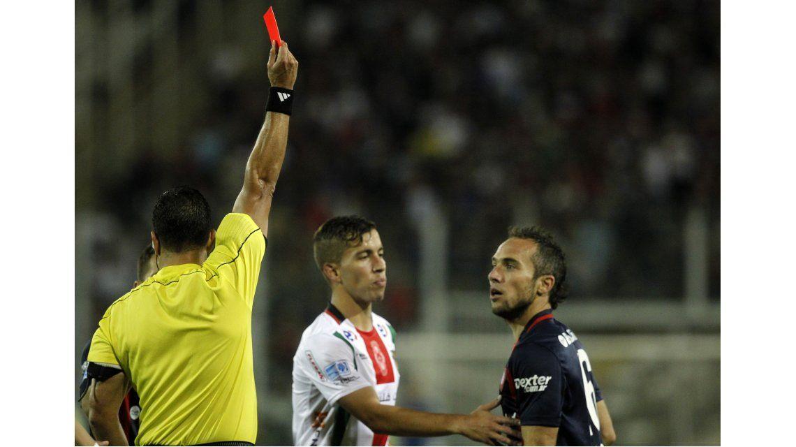 Fernando Belluschi vio la tarjeta roja ante Palestino por la Copa Sudamericana