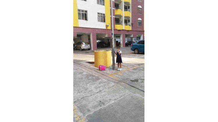 La madre la castigó por haber faltado a una clase de mandarín