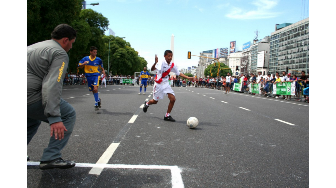 El fútbol gana los barrios en la más autóctona de sus versiones