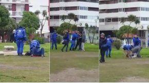 Un grupo de policías se peleó con unos jóvenes en una plaza de Mar del Plata.