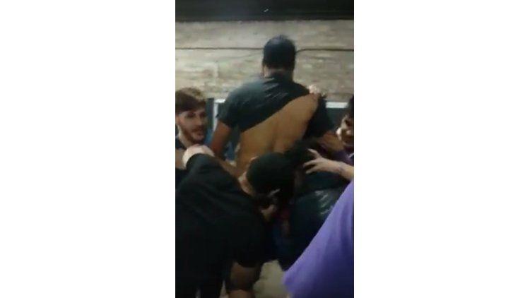 Violenta iniciación de un debutante en un equipo de rugby