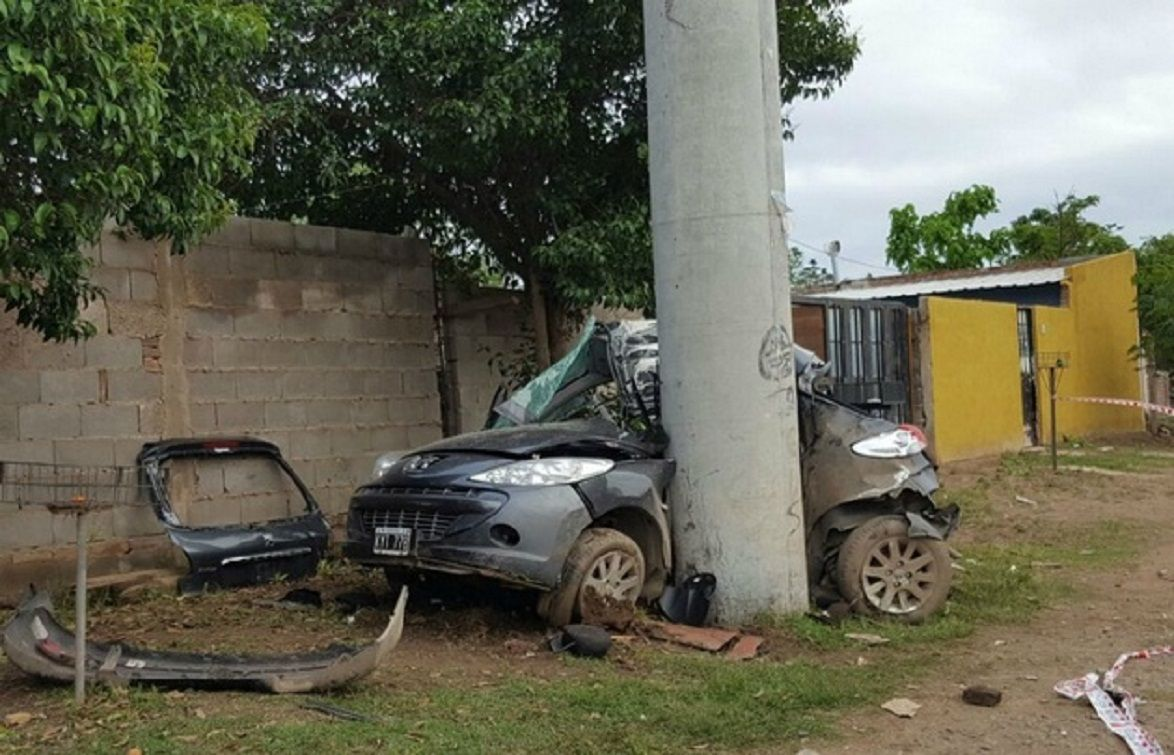 Dos adolescentes murieron tras chocar con un auto robado - Crédito: cadena3.com