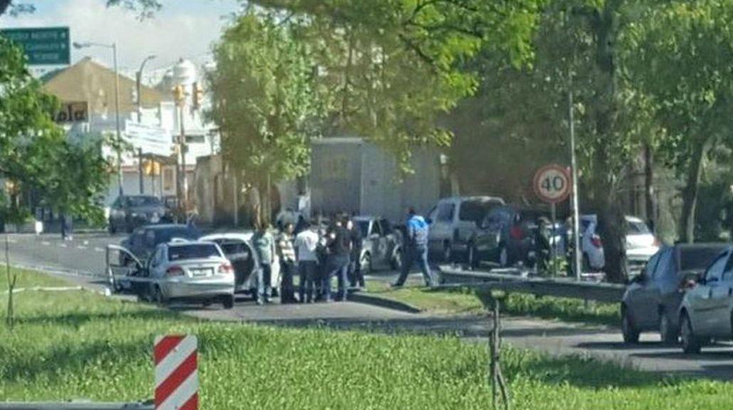 Un policía resultó herido al tirotearse con tres delincuentes en Mataderos.