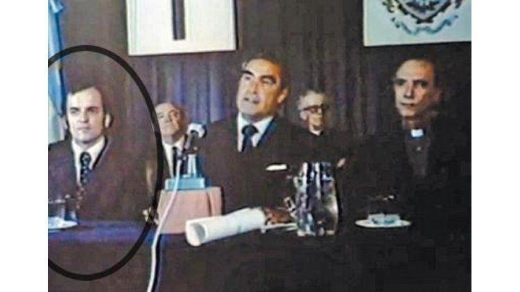 Piñón le dio el doctorado a Massera en la Universidad del Salvador. Año 1977.