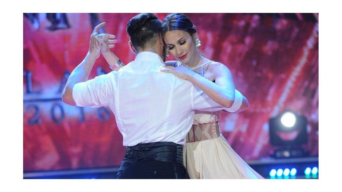 Pampita improvisó un tango en Showmatch