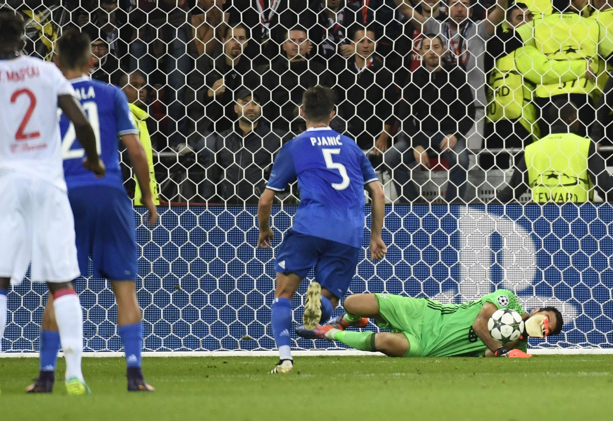 Buffon fue la gran figura del encuentro entre Lyon y Juventus por Champions League<br><br>