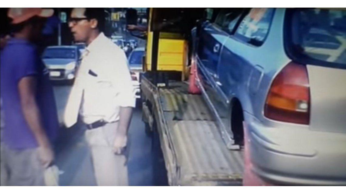 El periodista Diego Martínez se negó a que le limpiaran el vidrio y el hombre lo golpeó