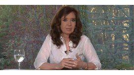 {alttext(Cristina Kirchner ,Cristina Kirchner cuestionó el endeudamiento y convocó a la marcha #NiUnaMenos)}