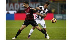 Paulo Dybala salió lesionado en el partido entre Milan y Juventus