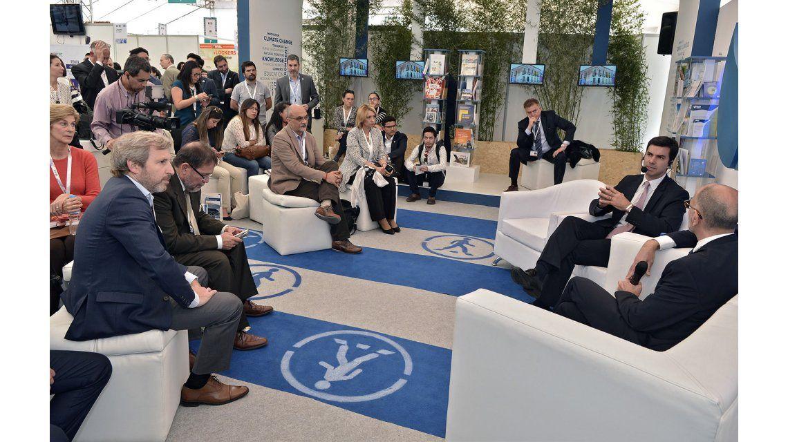 Juan Manuel Urtubey presentandoSalta Urbana para el Desarrollo Sostenible.