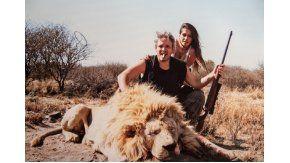 Escándalo por fotos de Garfunkel y Vannucci en un safari