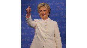 La teoría de que Hillary Clinton estaba utilizando un auricular circuló por las redes sociales