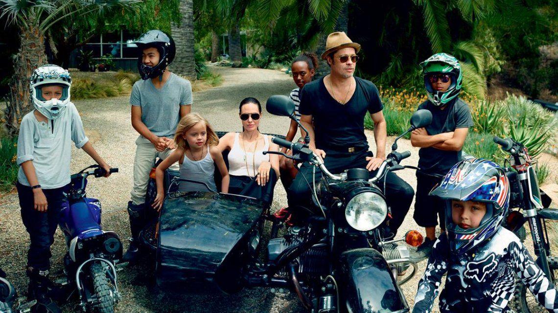 Brad Pitt y Angelina Jolie con sus hijos Maddox