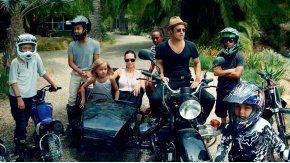 Brad Pitt y Angelina Jolie con sus hijos Maddox, Pax, Zahara Shiloh y los gemelos Knox y Vivienne.