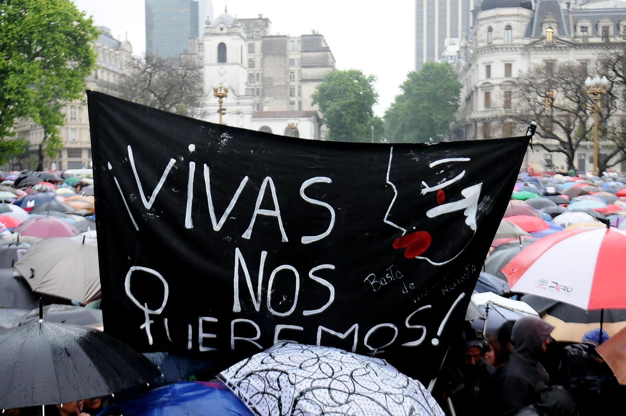 Bajo el lema Vivas nos Queremos, las mujeres marchan en todo el país