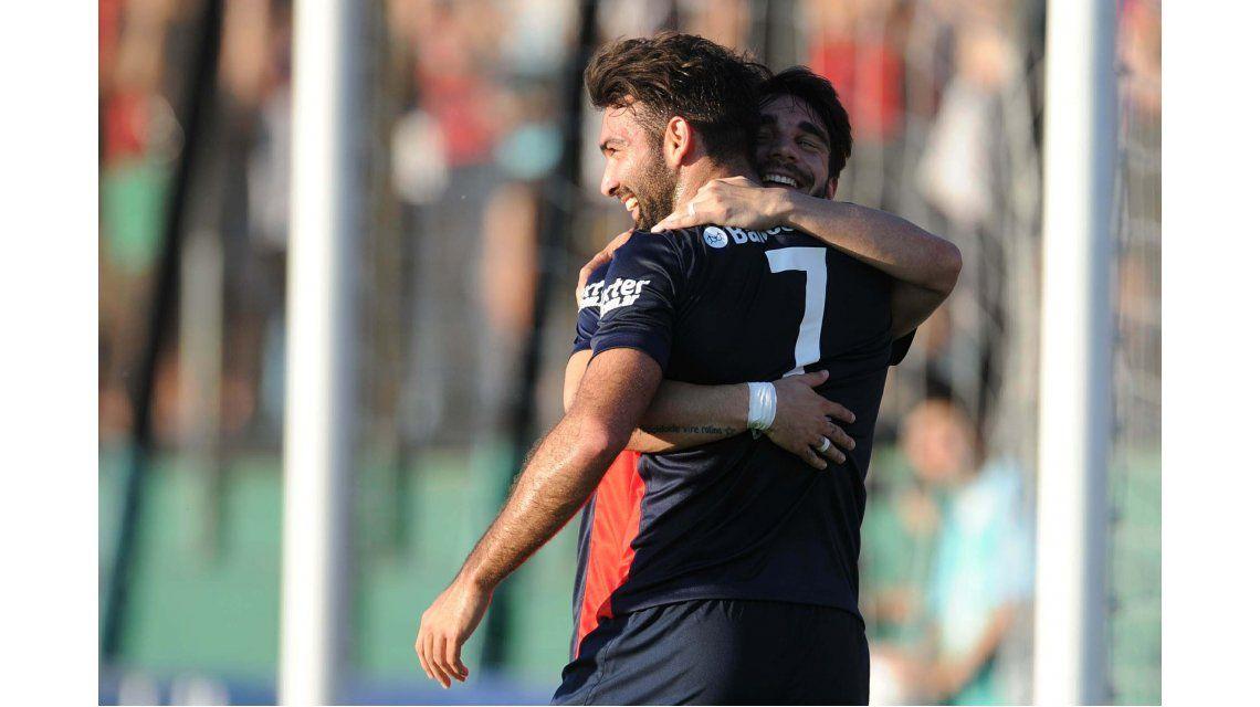 Cauteruccio marcó tres goles para San Lorenzo.