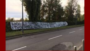 La bandera de los barras frente a la casa de Icardo: Acá estamos ¿Cuándo llegan tus amigos argentinos? ¿Era sólo una amenaza o es que sos un infame?