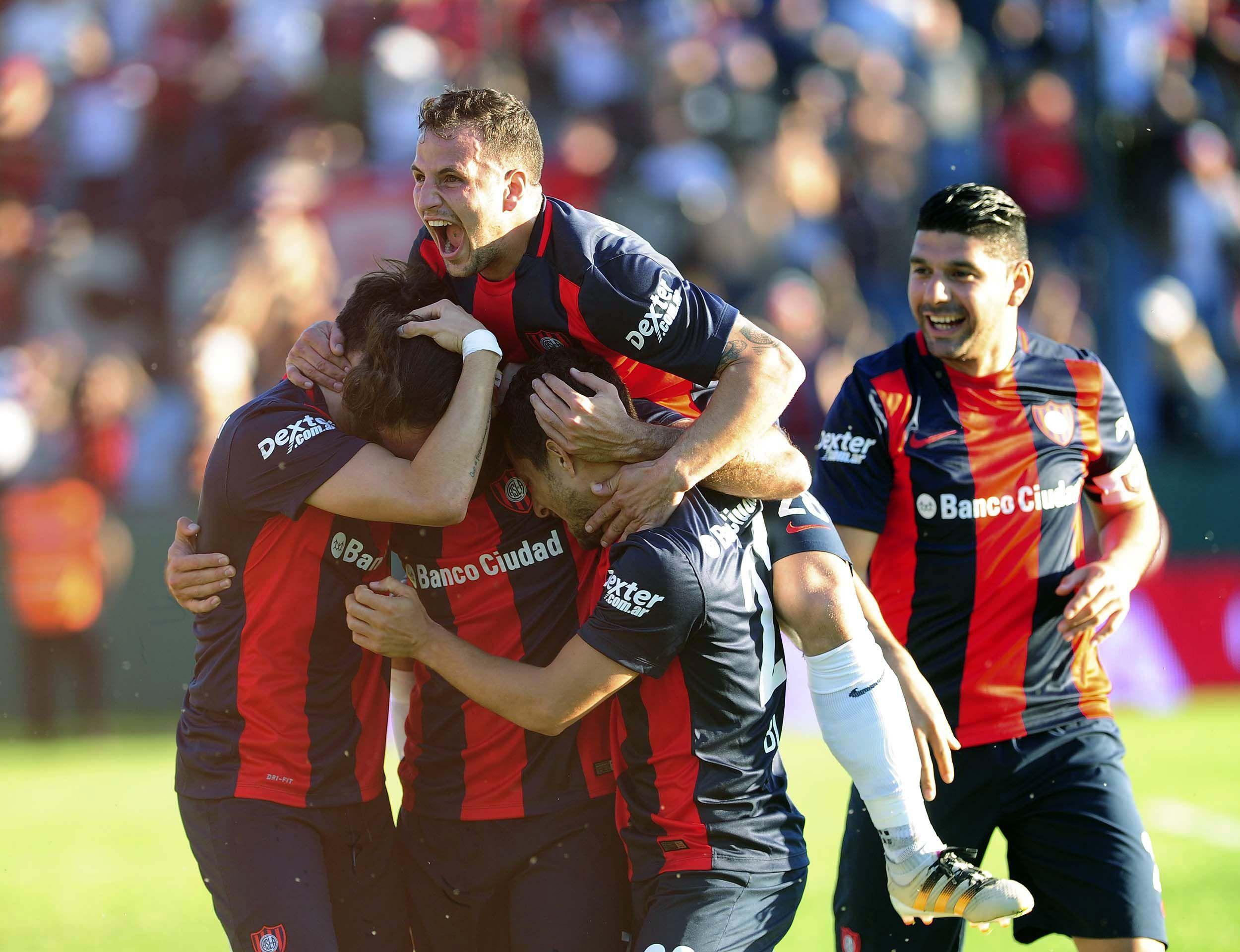 San Lorenzo ganó y no le pierde pisada a Estudiantes.