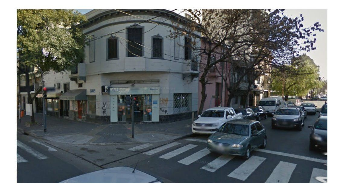 Este es el locutorio donde la mujer fue atacada por un linyera.