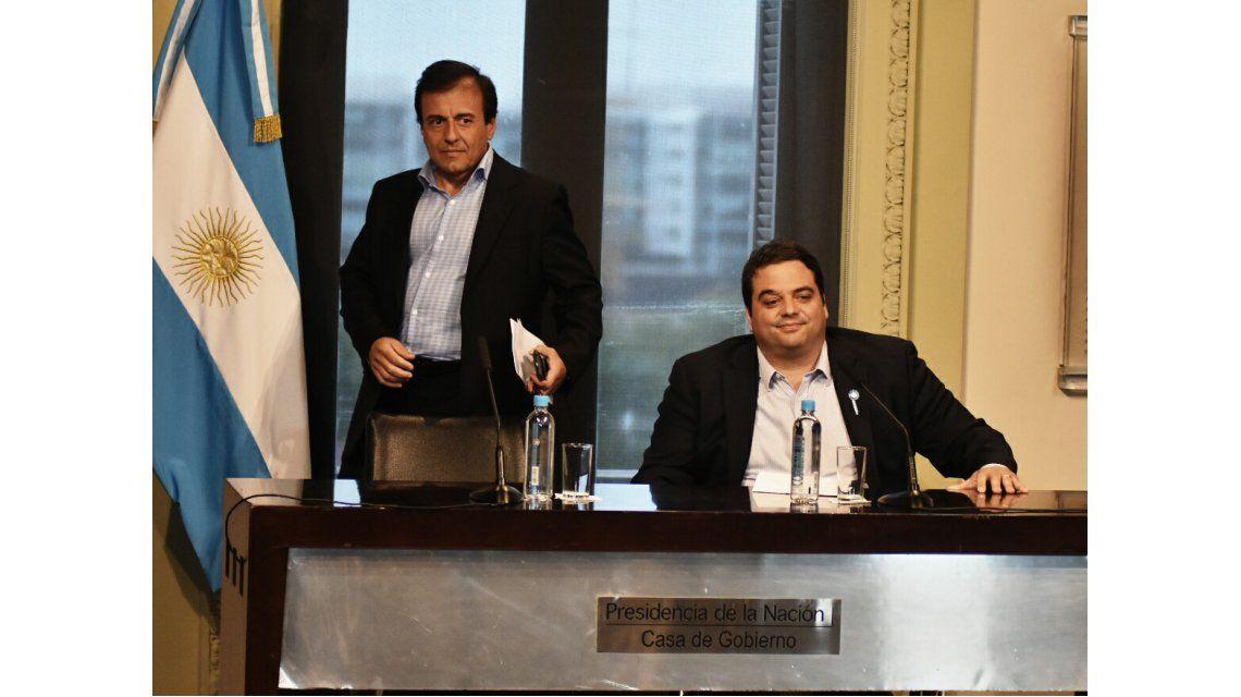 Quintana y Triaca anunciaron un bono y baja de Ganancias en el aguinaldo