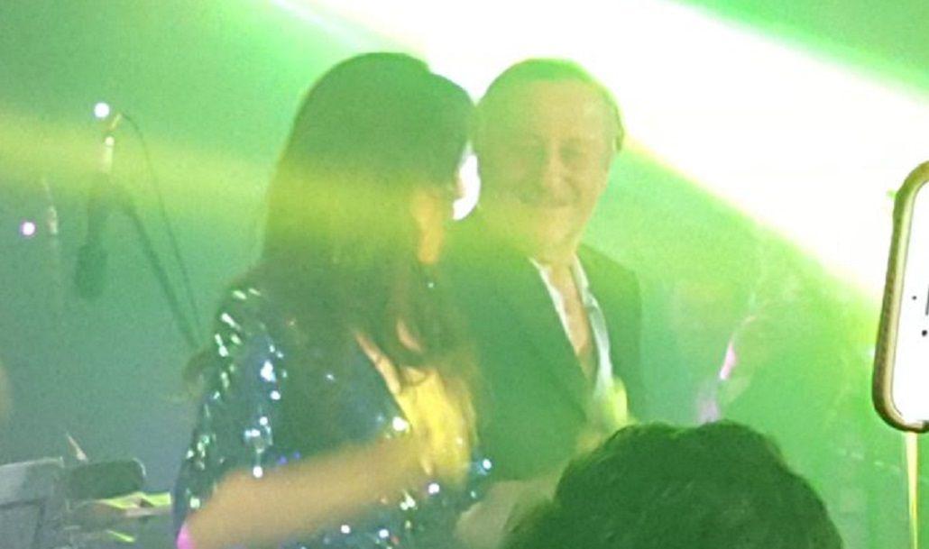 La cantante y el empresario bailaron al ritmo de Gilda en el coloquio de IDEA